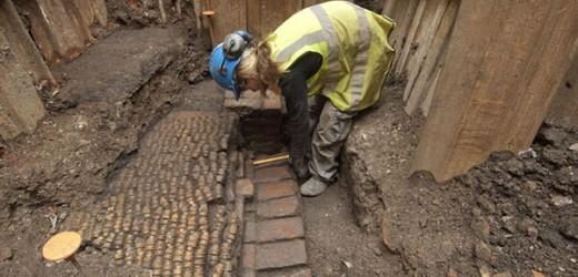 Curtain Theatre Excavation Prompts Shakespearean Walks And Talks